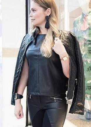 Jaqueta couro eco preta costura matelassê.