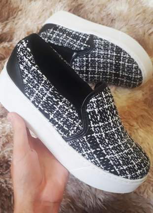 Tenis slip on preto e branco