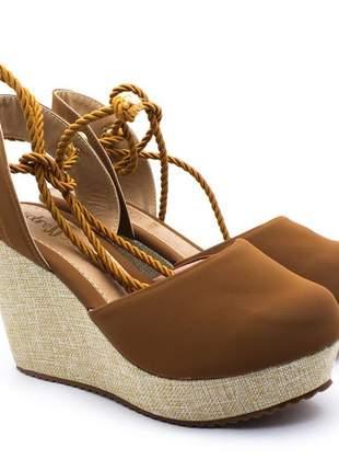 Sandália plataforma sobressalto corda caramelo