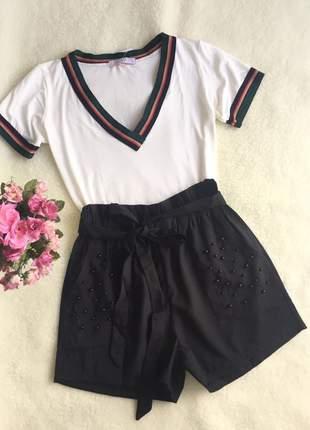 Shorts gabardina preto com pérolas
