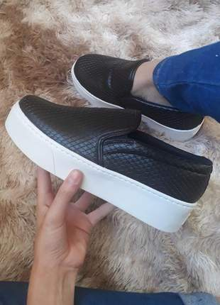 Tênis slip on prero escama