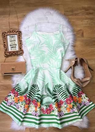 Vestido evasê floral