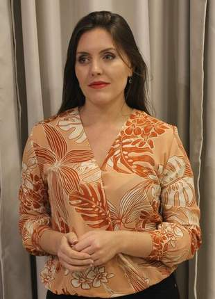 Blusa feminina transpassada de crepe