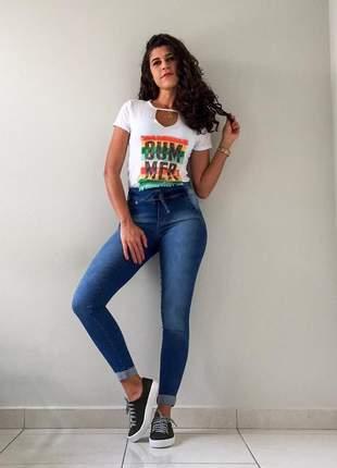 T-shirt com abertura frontal