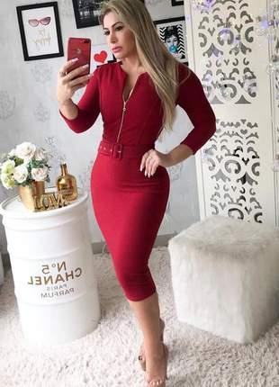 Vestido midi tubinho com cinto vermelho