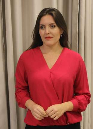 Blusa feminina transpassada de viscose rosa