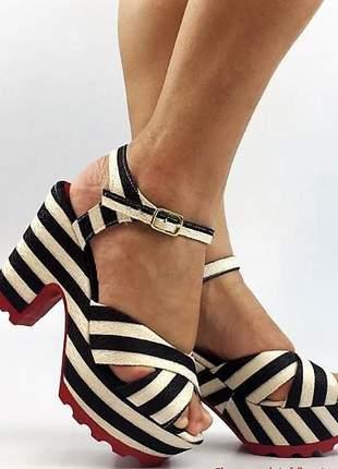 Sandália feminina listrada salto alto grosso