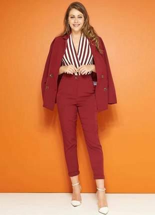 Conjunto feminino calça veneta e maxi blazer com botões e bolso, elegante e sofisticado.