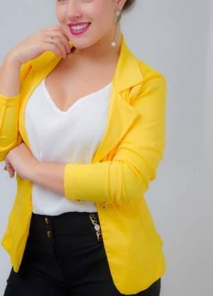 Terno em tecido bengaline blazer feminino com detalhes em botões terninho