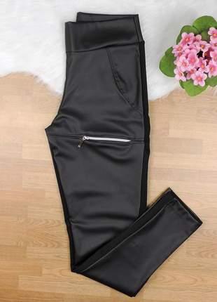 Calça couro eco detalhe zíper preta cl01