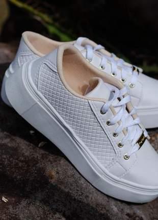 Tênis branco tressê