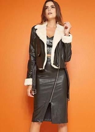 Jaqueta casaqueto pelinho carapinha com fivela na barra em tecido 100% poliuretano.