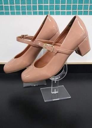 Sapato boneca em verniz