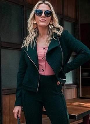 Jaqueta casaqueto vivo, tecido jacquard em poliester e elastano.