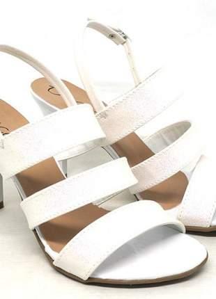 Sandália feminina decora salto fino branca com glitter