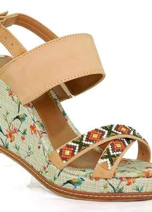 Sandália feminina plataforma anabela doma shoes bege e floral