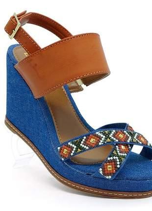 Sandália feminina plataforma anabela doma shoes caramelo e jeans