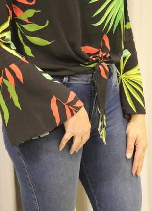Blusa feminina nozinho e manga flare