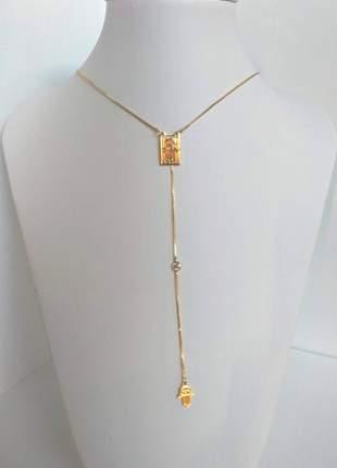 Colar semijoia gazin modelo gravata com plaquinhas mãos de fátima