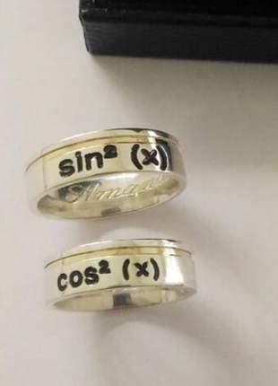 Par de aliança 6mm fio ouro ''sin'' e ''cos'' aplique resina prata