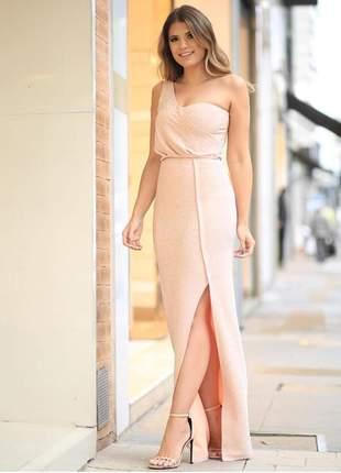 Vestido longo de um ombro só, com brilho sutil e fenda lateral, contém body na composição.