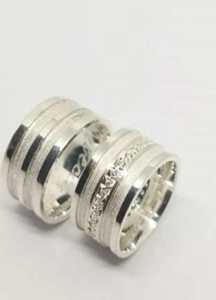 Par de aliança 10mm frisos lisos feminina centro cravejado prata