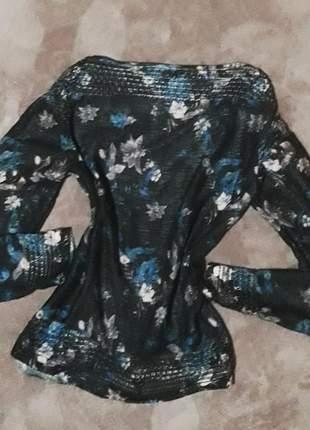 Blusa floral tricô leve
