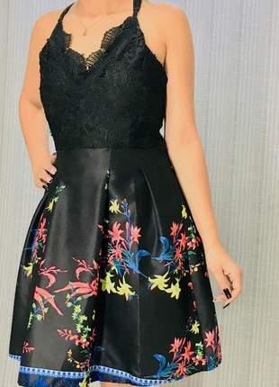 Vestido de alcinha curto com renda