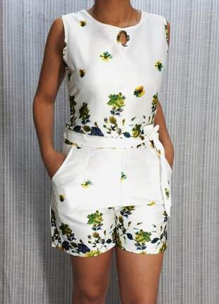 Macaquinho curto estampado floral