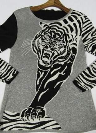 Blusa animal print em lurex manga longa estampa tigre.