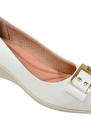 Sapato branco piccadilly ideal para quem trabalha na área da saúde