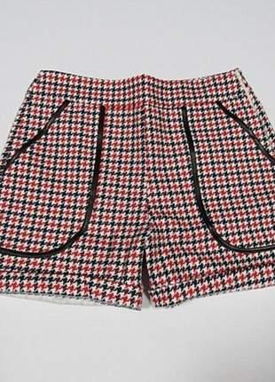 Shorts pied xadrez com detalhe courino