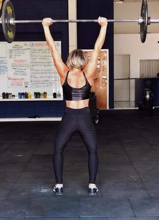 Calça legging preta - tecido alto relevo - para academia