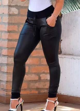 Calça skinny vazada na cintura