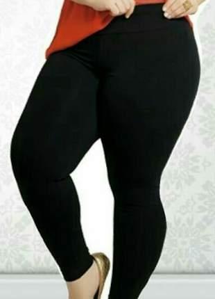 Calça legging plus size preta em suplex grosso de poliamida