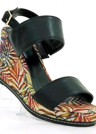 Sandália feminina plataforma doma shoes preto e floral