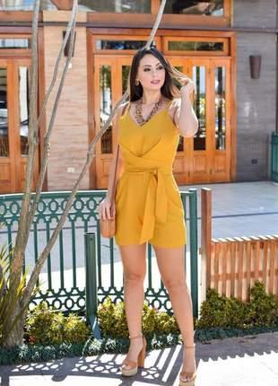 Macaquinho curto fashion soltinho transpassado com faixa amarração.