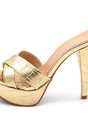 Sandália tamanco plataforma salto alto fino em croco dourado