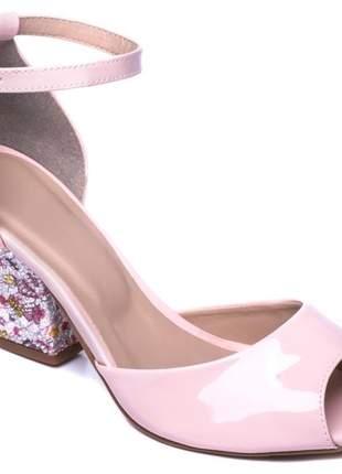 Sandália feminina verniz rosé