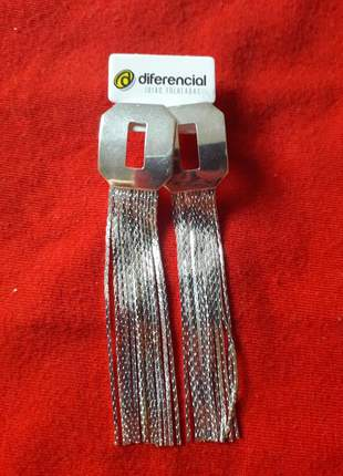 Brinco fios de prata