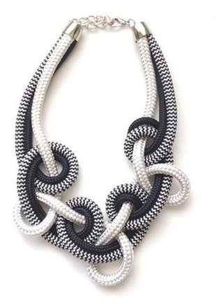 Colar de corda loop branco e preto listrado