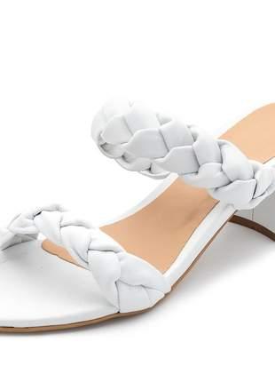 Sandália feminina tira de trança salto medio grosso napa branca