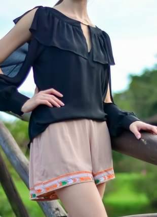 Shorts com bordado na barra