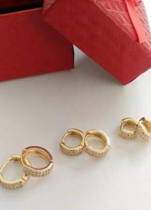 Brinco trio de argolas cravejadas banhada a ouro