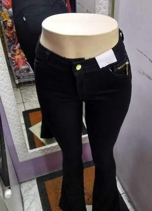 Calça feminina flare jeans preta meitrix boca de sino