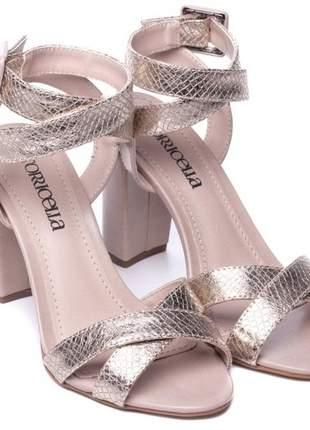Sandália feminina dourado salto grosso