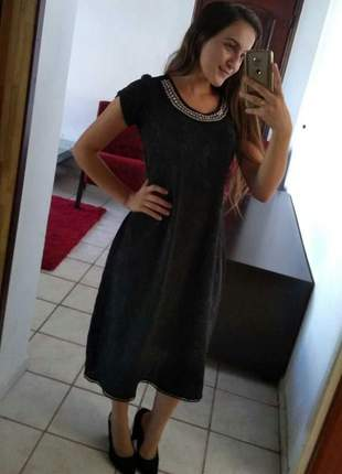 Vestido preto longuete evasê com bordado roupas evangelicas