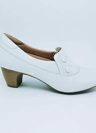 Sapato branco couro linha confort clinic enfermagem