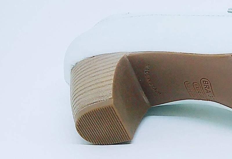 d32435b281 Sapato branco couro linha confort clinic enfermagem - R  159.90 ...