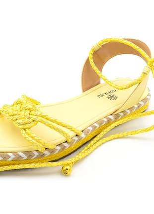 Sandália rasteira em cordão amarelo amarrar na perna